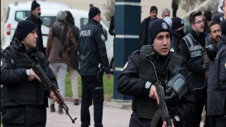 Photo of السلطات التركية تعتـ ـقل 42 شخصاً في ديار بكر