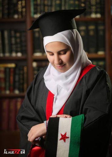 طالبة السورية سارة أحمد عطري في الأردن تحصل على المرتبة الأولى وتحرج نظام الأسد