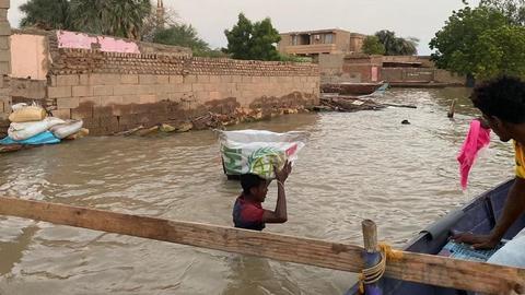 """بسبب الفيضانات والسيول.. السودان يطلق """"نداء عاجلاً"""" لإغاثة المتضررين"""