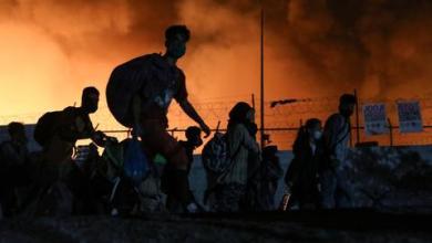 صورة آلاف المهاجرين عالقون في جزيرة ليسبوس اليونانية لليوم الثالث على التوالي