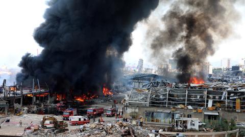1599976143 8812370 4419 2488 22 12 - سحب دخانية تنبعث من مرفأ بيروت إثر تجدد حريق الخميس