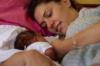 """صورة اليونيسف والصحة العالمية تدعمان الرضاعة الطبيعية """"من أجل كوكب أكثر صحة"""""""