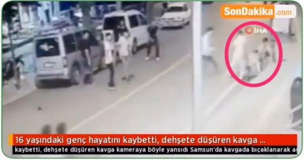 33344 1024x573 - كأنهم في حلبة مصارعة.. شاهد لحظة هجوم 20 شابًا تركيًا على طفل سوري وقتله بدمٍ بارد