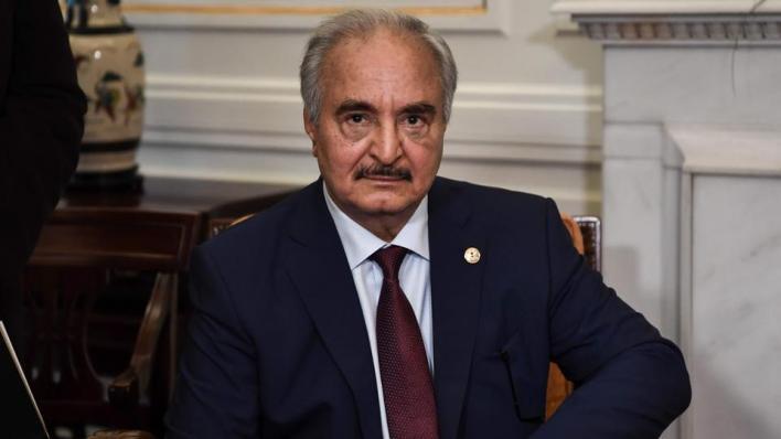 خليفة حفتر يوافق على استئناف إنتاج وتصدير النفط بعد 9 أشهر من تعطيل مليشياته القطاع النفطي في البلاد