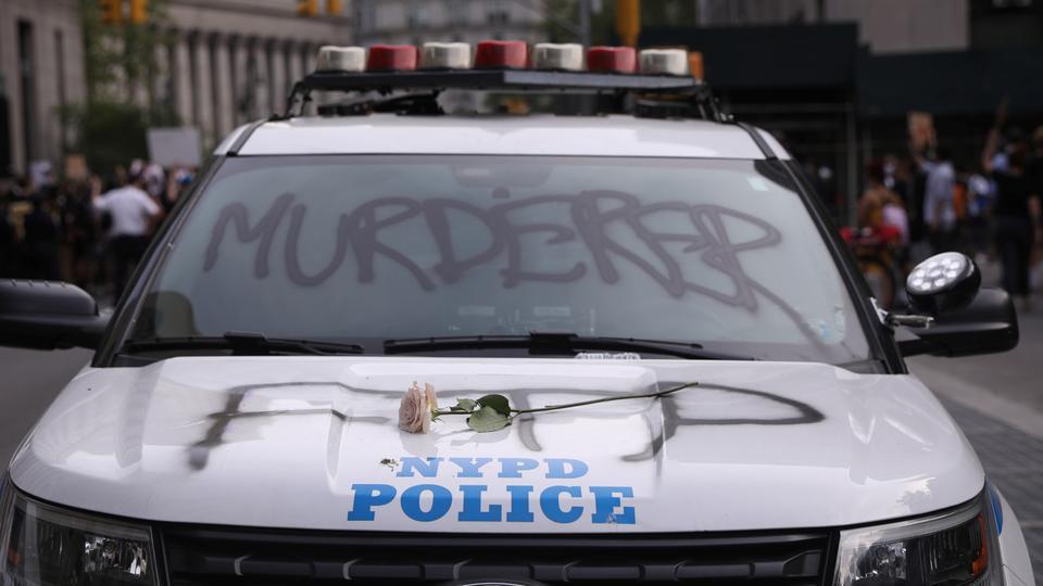 السلطات الأمريكية قامتبفصل الشرطيين الأربعة الضالعين في عملية قتل الشاب، بعد تحقيقات استمرت عدة أشهر