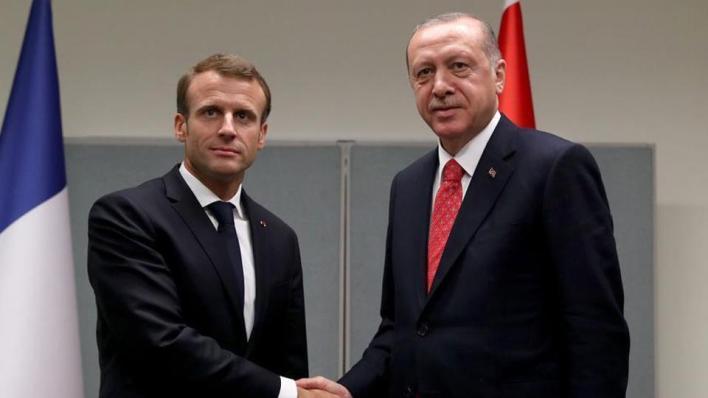 أردوغان أجرى اتصالاً هاتفياً مع نظيره الفرنسي ماكرون بناء على طلب من الأخير