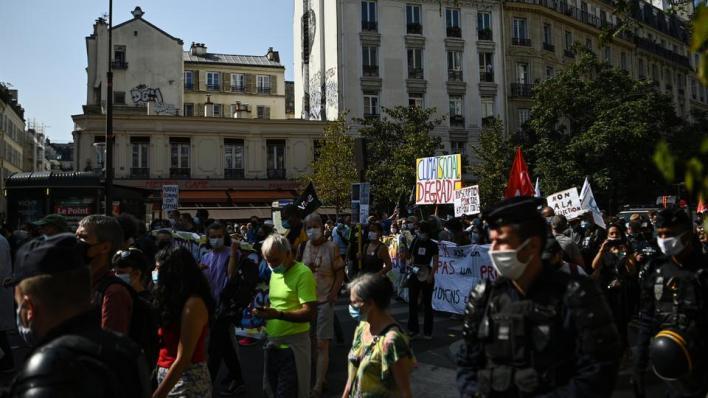 مظاهرات في فرنسا احتجاجاً على سياسات ماكرون الاقتصادية والاجتماعية