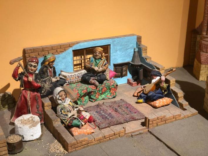 مجسّم لأسرة في أنطاليا يتواجد في القسم المخصص للأطفال بمتحف أنطاليا والذي يحكي تاريخ المدينة والحضارات المختلفة التي عاشت فيها