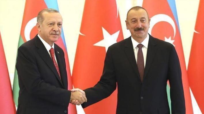 الرئيس التركي يؤكد لنظيره الأذربيجاني أن تركيا ستواصل تضامنها وستقويه مع إخوتها الأذربيجانيين