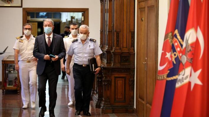 وزير الدفاع التركي طالب أرمينيا بوقف هجماتها