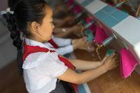 صورة دراسة جديدة لليونيسف تكشف تسمم ثلث أطفال العالم بمادة الرصاص