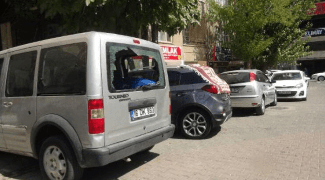 IMG ٢٠٢٠٠٩٢١ ١٢٠٣٠٣ - لاجئة سورية تكسر زجاج 21 سيارة في أورفة