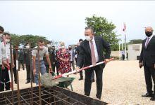 صورة تشاووش أوغلو يضع حجر أساس المبنى الجديد للسفارة التركية في داكار