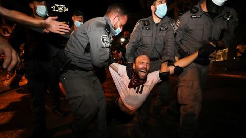 1601760389 9075603 5417 3050 54 75 - آلاف الإسرائيليين يحتجون ضد نتنياهو رغم العزل العام بسبب كورونا