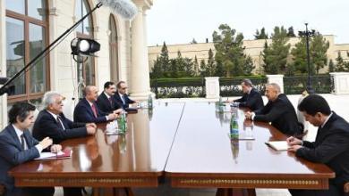 صورة لقاء بين الرئيس الأذربيجاني ووزير الخارجية التركي في باكو لبحث التطورات