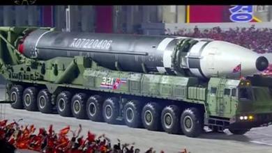 صورة كوريا الشمالية تكشف عن صاروخ باليستي جديد عابر للقارات خلال عرض عسكري