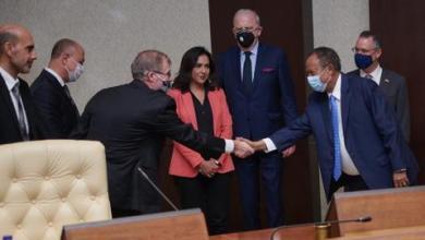 صورة لأول مرة منذ 30 عاماً.. شركة أمريكية توقع عقود طاقة مع السودان