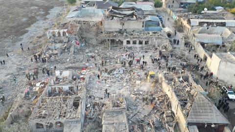 """1602914198 9266047 5417 3050 34 438 - خلف 12 قتيلاً.. إدانة أممية للقصف الأرميني على مدينة """"غنجة"""" الأذربيجانية"""