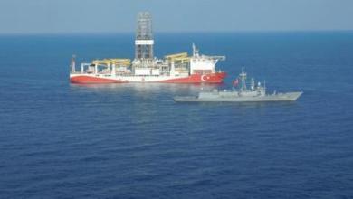 صورة أردوغان يتفقد سفينة الفاتح للتنقيب في البحر الأسود