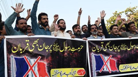 1603724088 9365324 4064 2288 24 386 - باكستان تستدعي السفير الفرنسي وتطالب فيسبوك بحظر خطاب الإسلاموفوبيا
