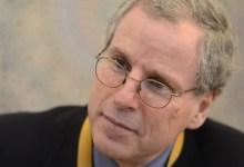 """صورة السفير """"فورد"""" يكشف أوجه الشبه والخلاف في سياسة ترامب وبايدن حول سوريا"""