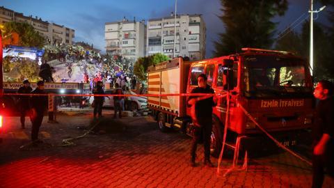 1604082227 9405675 2806 1580 13 218 - زلزال إزمير.. وفاة 12 شخصاً وفرق الإنقاذ تواصل عملها