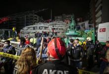 صورة زلزال إزمير.. وفاة 20 شخصاً وفرق الإنقاذ تواصل عملها