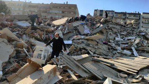 1604163564 9402138 3960 2230 19 384 - لليوم الثاني.. العالم يواصل تضامنه مع تركيا إثر زلزال إزمير