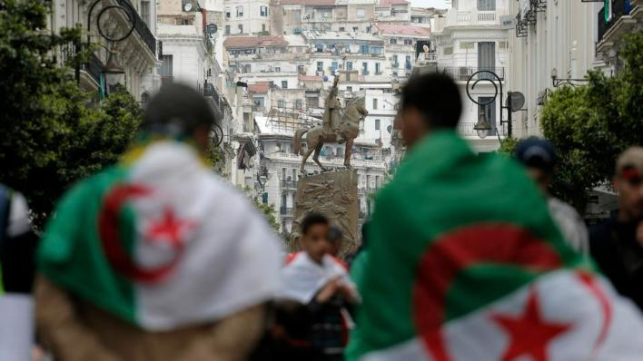 تقول السلطات الجزائرية إن القوات الفرنسية إبان فترة الاستعمار (1830-1962) هرّبت مئات آلاف الخرائط والوثائق التاريخية