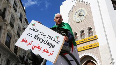 3726085 949 534 5 2 - مشروع تعديل الدستور.. هل هو بداية الخروج من الأزمة في الجزائر؟