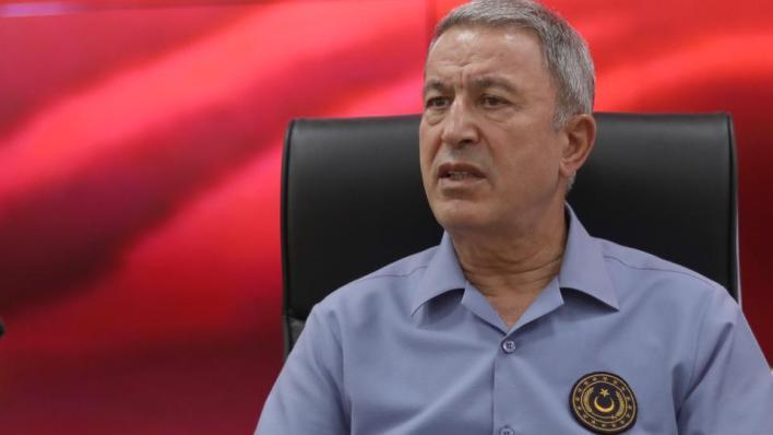وزير الدفاع التركي خلوصي يقول إن على أرمينيا احترام هدنة وقف إطلاق النار والانسحاب من الأراضي الأذربيجانية