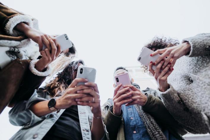 في ظل السباق المحتدم في صناعة المحتوى وتقديمه للجمهور، يجتهد بعض المستخدمين في تقديم محتواهم بطريقة مميزة
