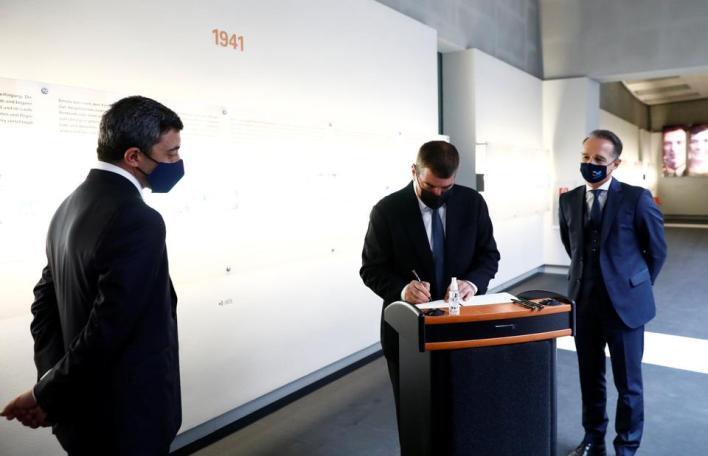 9139576 6027 3888 30 19 - وزيرا خارجية إسرائيل والإمارات يزوران متحف الهولوكوست ببرلين