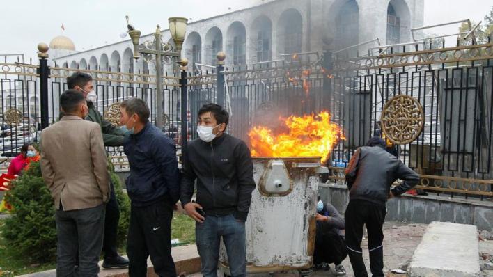 9143603 4046 2278 8 32 - استقالات بقرغيزيا إثر احتجاجات عنيفة والأمم المتحدة تدعو للحوار