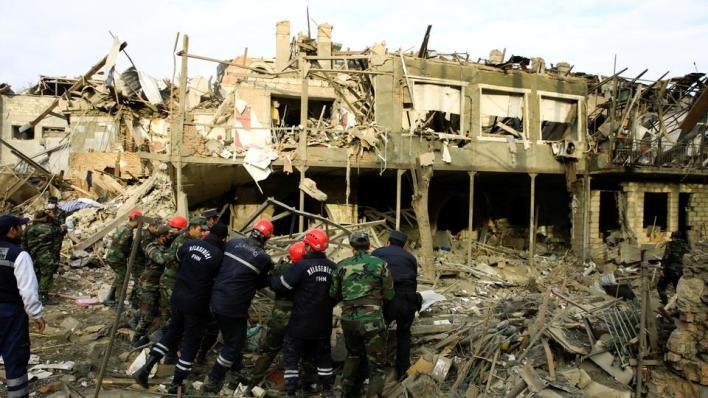 مقتل وإصابة مدنيين من جراء استهداف القوات الأرمينية مناطق سكنية