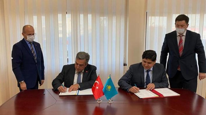 وكالة الفضاء التركية توقع وثيقة تعاون مع وكالة الفضاء ولجنة الطيران الكازاخية