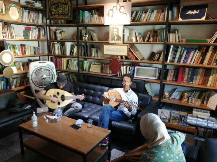 خصّص خطاب المتحف كمساحة ثقافية مجانية، إذ احتضن جلسات لتعليم عزف الآلات الموسيقية