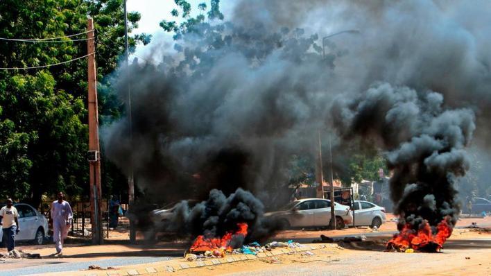 9316442 3058 1722 16 145 - مظاهرات السودان.. غاز مسيل للدموع وإغلاق طرق بالخرطوم