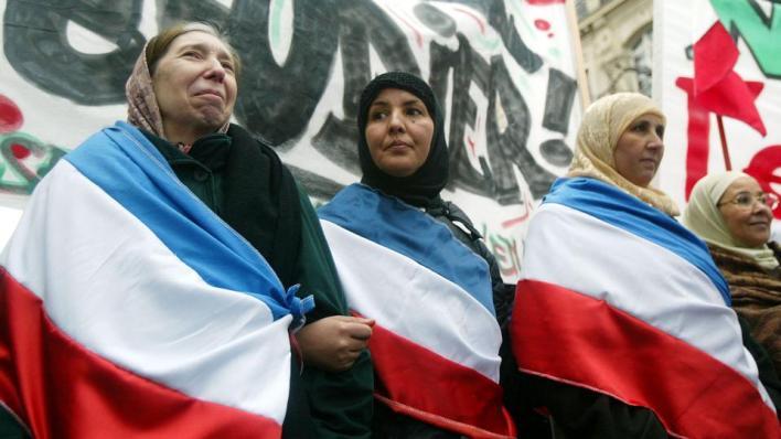 فرنسا من أكبر الدول الأوروبية من حيث حجم الجالية المسلمة، غير أنهم يعانون عنصرية وإقصاء بسبب خياراتهم الدينية