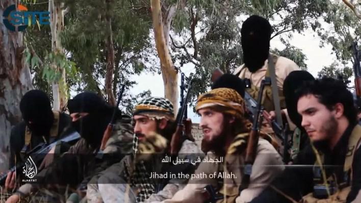جهاديون فرنسيون كما ظهروا في شريط فيديو يهددون فرنسا بهجمات