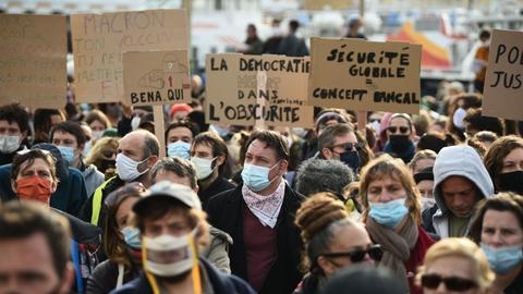 1605976237 9591048 3660 2061 18 58 - مظاهرات فرنسا.. احتجاجات ضد مشروع قانون يُجرّم نشر صور أفراد الشرطة