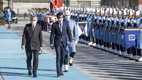 1606391365 9631673 713 401 0 73 - أردوغان يستقبل أمير قطر في العاصمة أنقرة