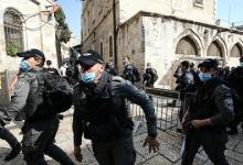 """صورة الاحتلال الإسرائيلي يفرق مسيرات والشرطة تمنع فلسطينيين من الصلاة بـ""""الأقصى"""""""