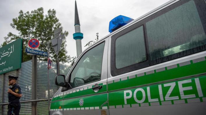 4163844 4751 2675 23 179 - ألمانيا.. مسجد يتلقّى رسائل تهديد عنصرية ومعادية للإسلام