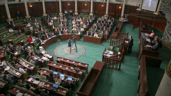 عود جذور الأزمة الاقتصادية والمالية في تونس إلى عدة عوامل على رأسها عدم الاستقرار السياسي الذي تشهده البلاد منذ عشر سنوات
