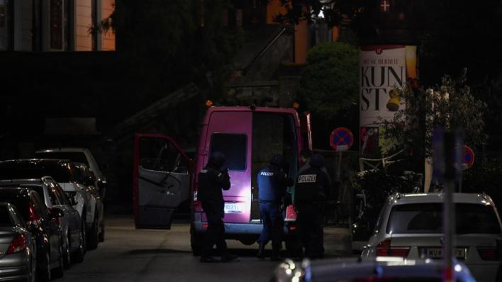 هجوم إرهابي في فيينا يسفر عن مقتل ثلاثة أشخاص ومنفّذ الهجوم وإصابة 14 على الأقلّ حتى الآن