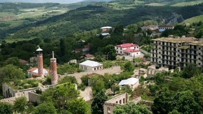 خرج الأذربيجانيون في جميع أنحاء البلاد احتفالاً بتحرير مدينة