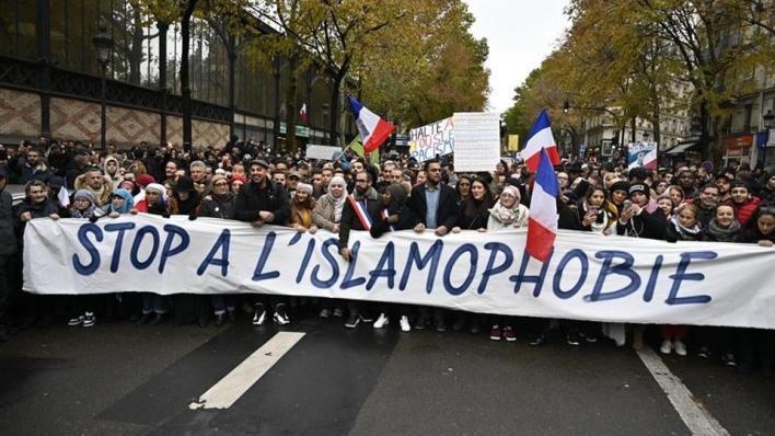 9582147 854 481 4 2 - فرنسا تبدأ حل جمعيات إسلامية تحارب العنصرية والتمييز في البلاد