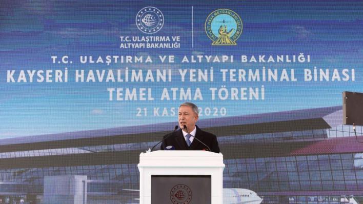 وزير الدفاع التركي: بعض وسائل الإعلام الأجنبية تنشر أخباراً كاذبة عن الجيش الأذربيجاني