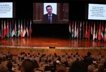 """صورة ختام مؤتمر دمشق.. النظام يدعو اللاجئين للعودة ويعدهم بـ""""عيش كريم""""!"""